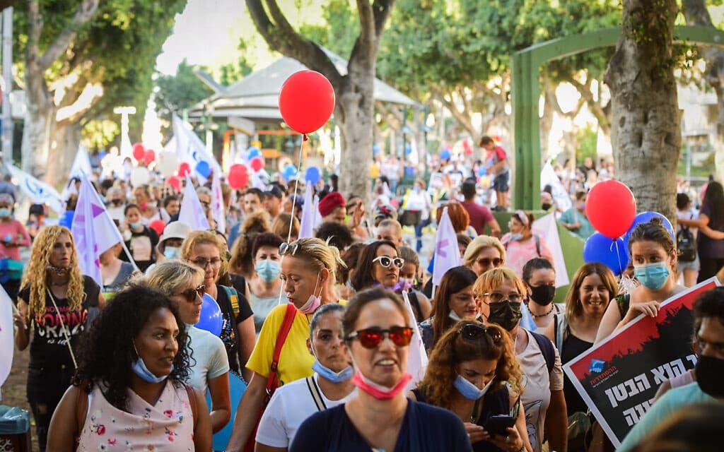 מטפלות במעונות היום מפגינות בתל אביב, 6.10.2021 (צילום: אבשלום ששוני, פלאש 90)