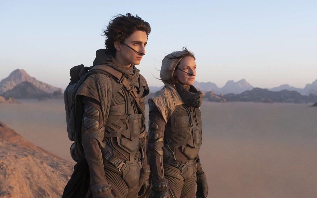 """רבקה פרגוסון וטימותי שאלאמה בסרט """"חולית"""" 2021 (צילום: Warner Bros. Pictures)"""